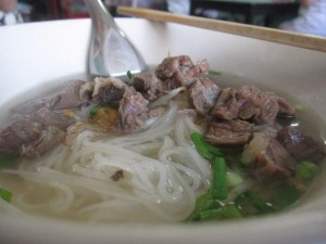 thai noodles with beef soup