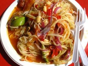 thai papaya salad with noodles