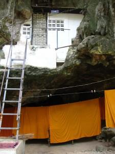 wat tham suea monks